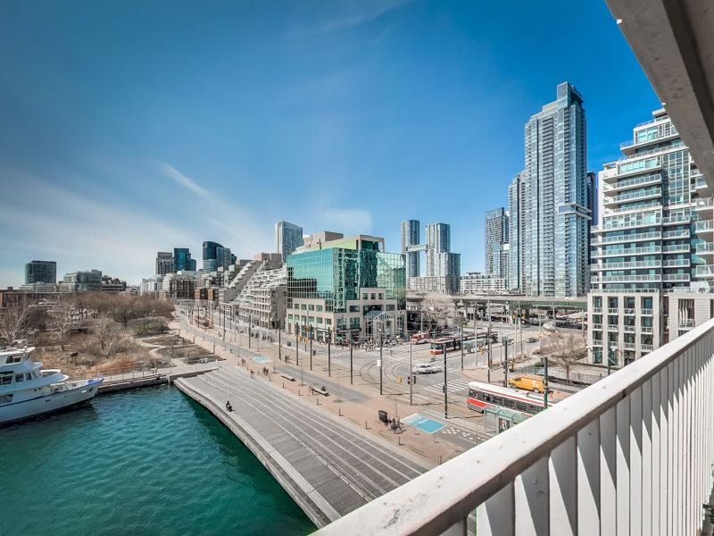401 queens quay 502 has west views of the city with spadina wave deck below and a park opposite