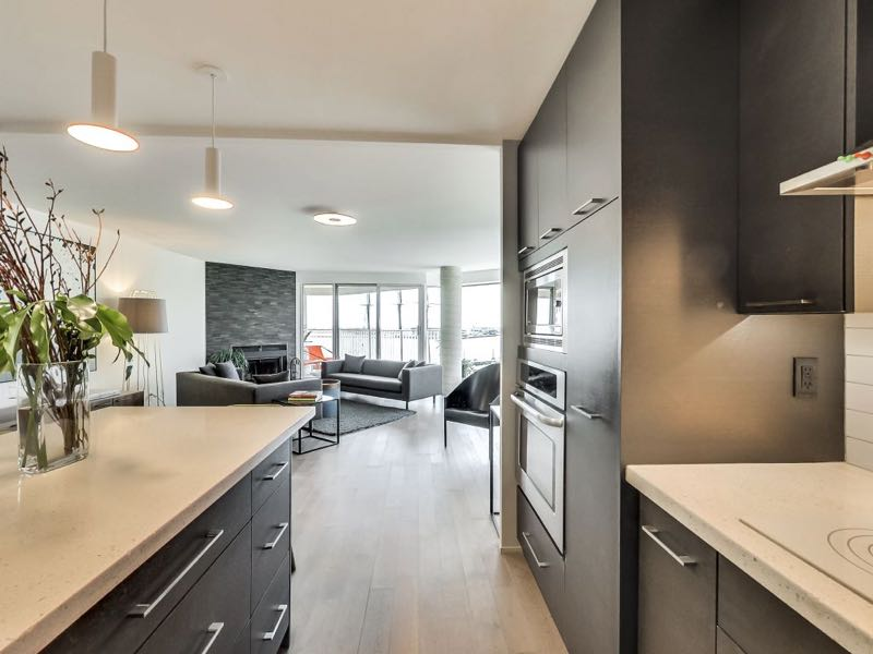 401 queens quay w 502 kitchen flows into living area