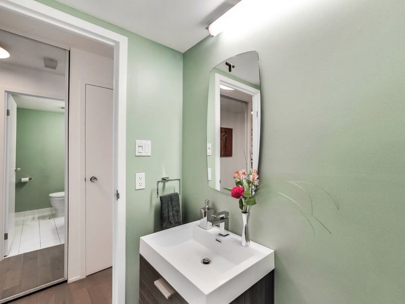 401 queens quay w 502 powder room opens up into the entrance hallway