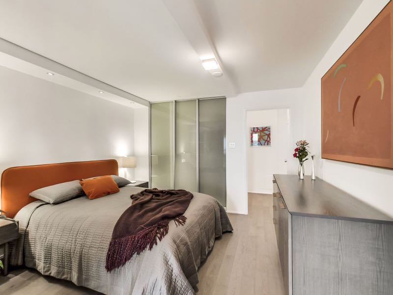 401 queens quay w 502 spacious master bedroom with ample closet space