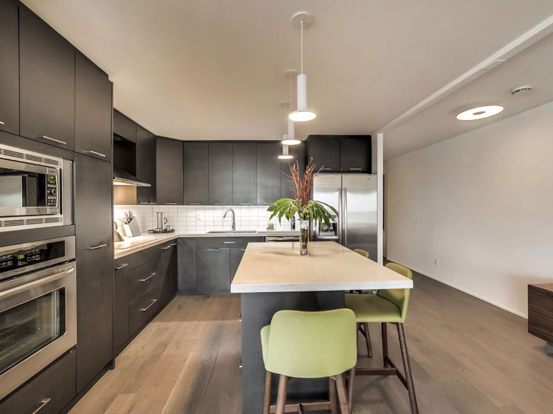 401 queens quay w open concept kitchen