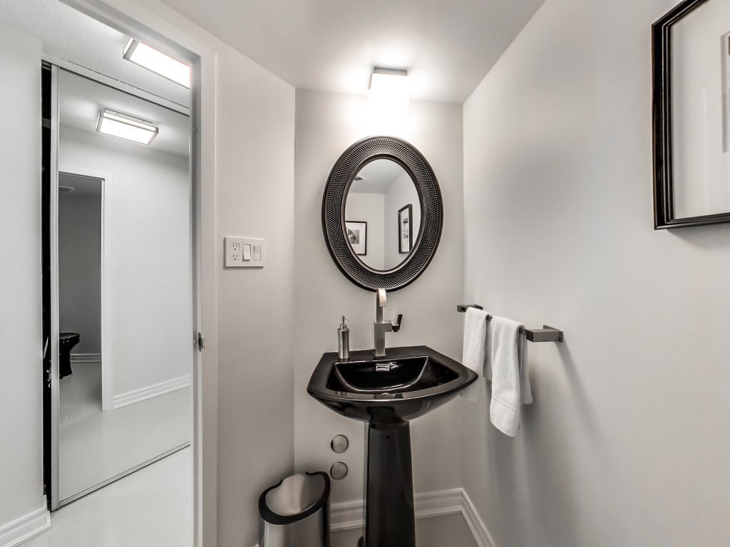 401 Queens Quay W 2 piece bath near suite entrance