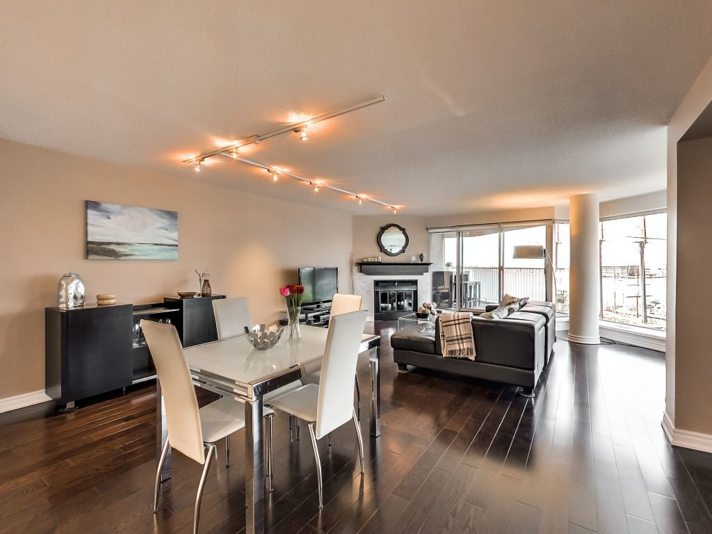 401 Queens Quay W 503 dining area