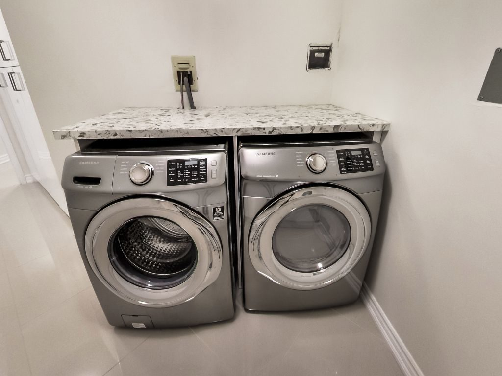 401 Queens Quay W 503 full size laundry machines