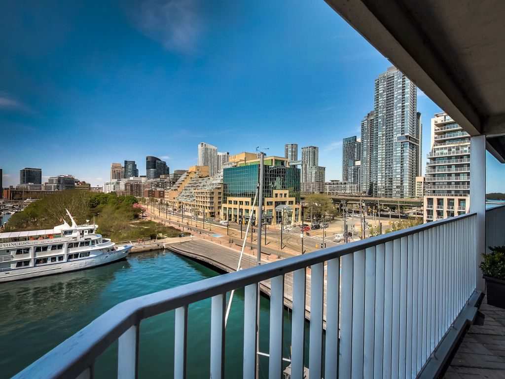 401 Queens Quay W 503 has a west exposure with beautiful waterfront views