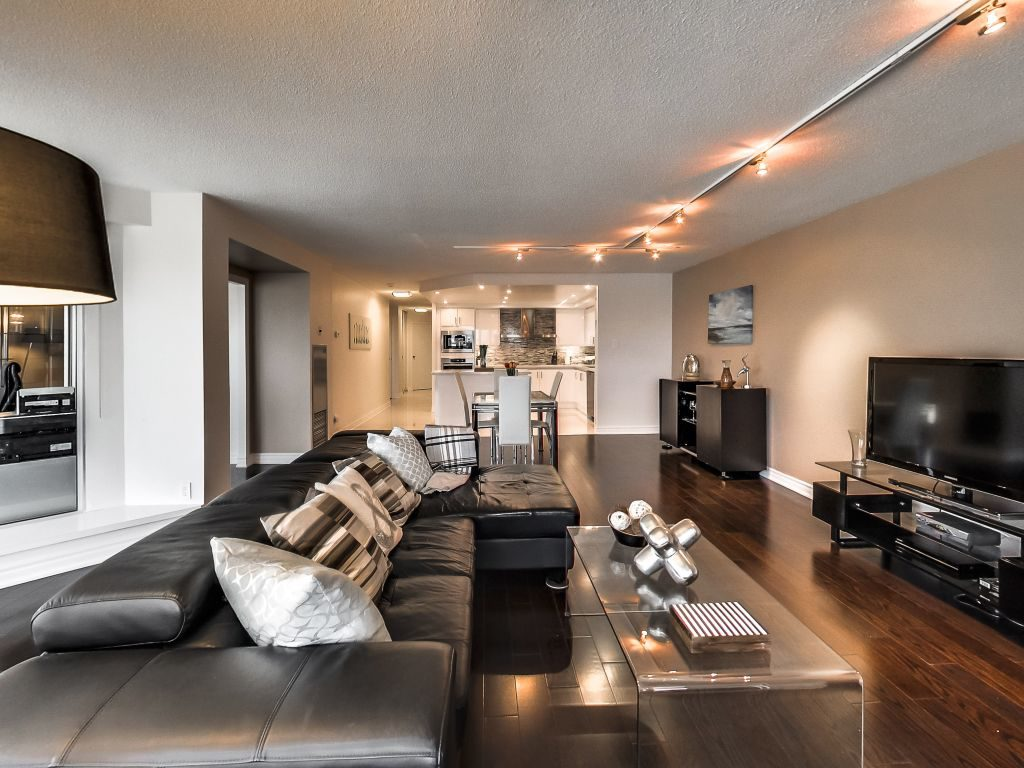 401 Queens Quay W 503 living and dining and kitchen