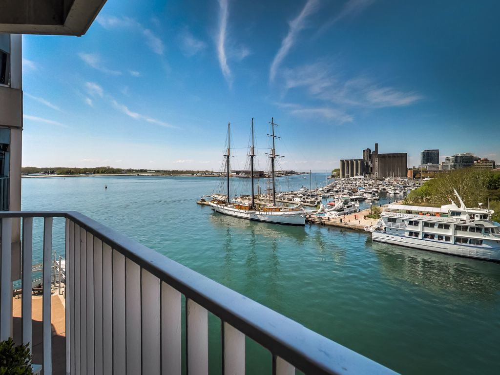 401 Queens Quay W 503 overlooks the waterfront at the Toronto harbourfront