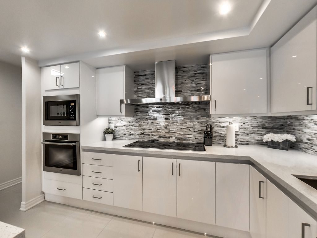 401 Queens Quay W 503 with high quality built-ins