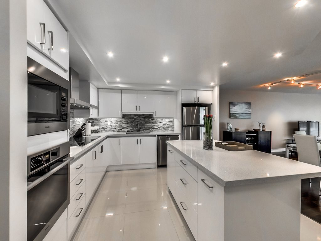 401 Queens Quay W renovated kitchen