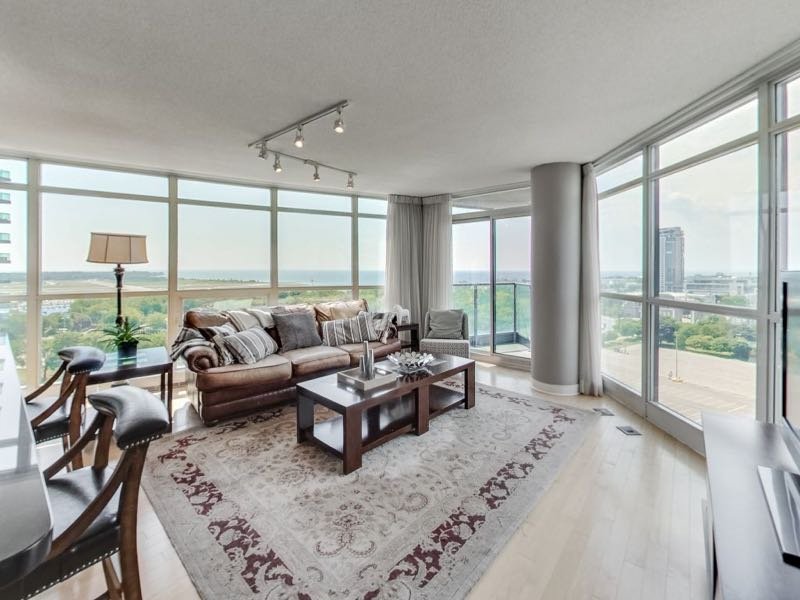 231 Fort York Blvd 1603 living area with panoramic views