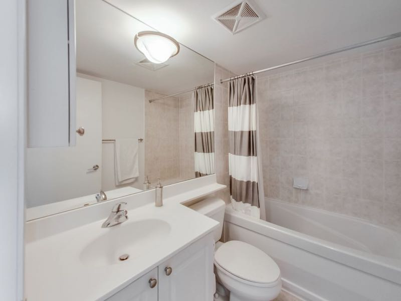 231 Fort York Blvd 1603 master ensuite bath
